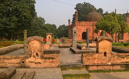 শাহ নিয়ামত উল্লাহর মাজার